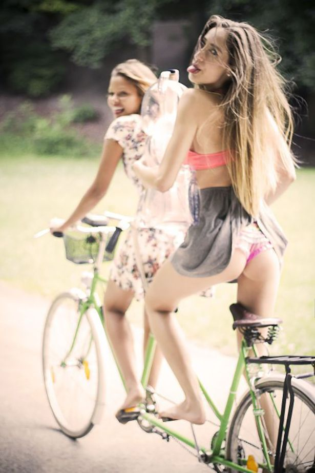 Happy tandem. Sexy sport. Perfect girl. The sexiest pictures on the net. Woman tattoos.Quality erotic photos. Appreciating beauty. Las fotos más sensuales en la red. Erotismo de calidad. Apreciando la belleza.