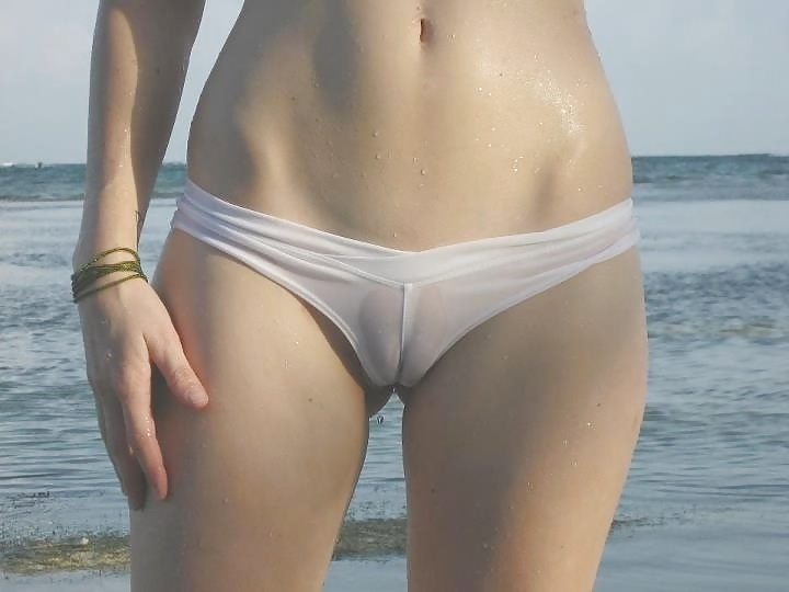 white cameltoe, sexiest photos on the world! Enjoy the beauty. Athletic babe. sexyphoto.es
