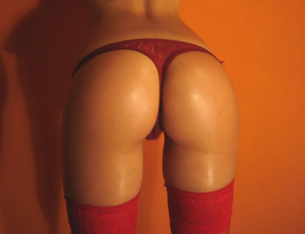 red thong,  sexy ass, sexiest photos on the world! Enjoy the beauty. Athletic babe. sexyphoto.es