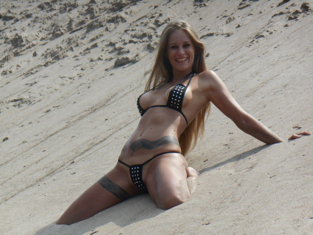 Happy girl with tattoo on the beach, Sexiest photos, cool girls, nice body, sexy boobs, sexy ass, beautiful girls, sexyphoto.es