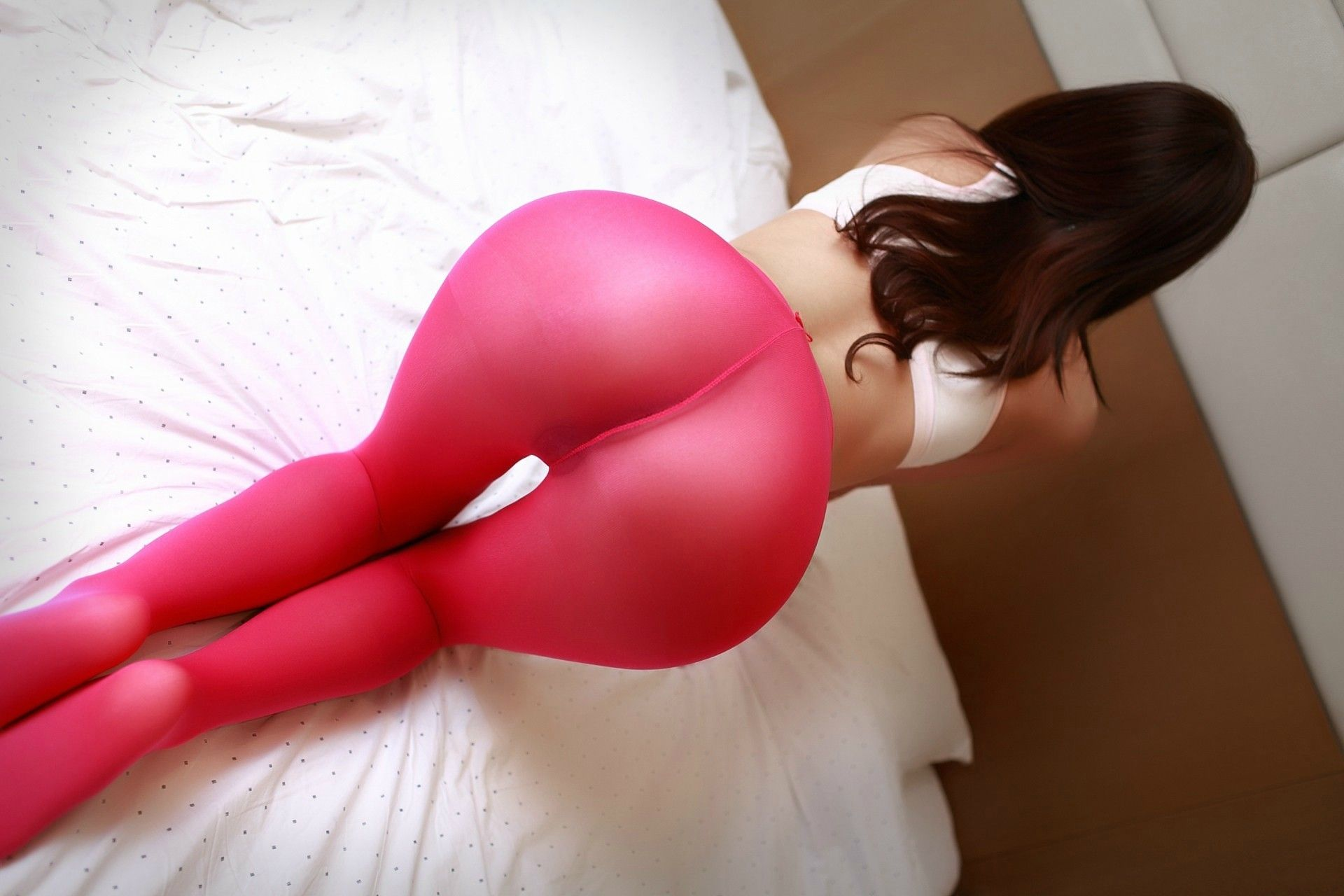 perfect ass with pink leggings