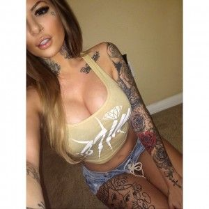 Perfect face, tattoo girl