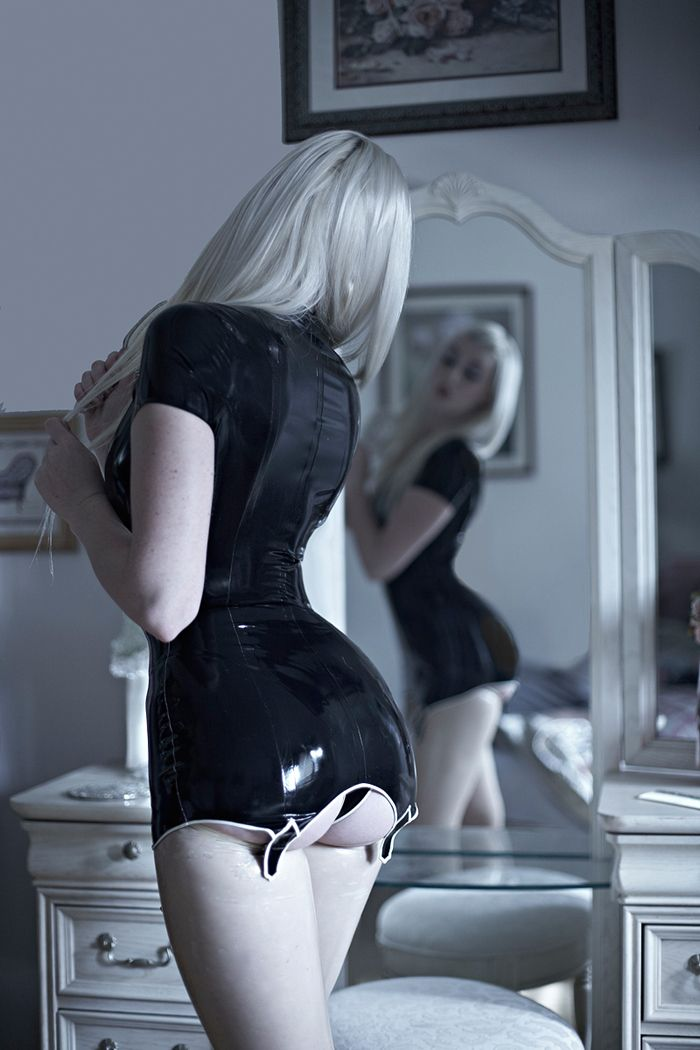 Devin marie - latex girl-mirror