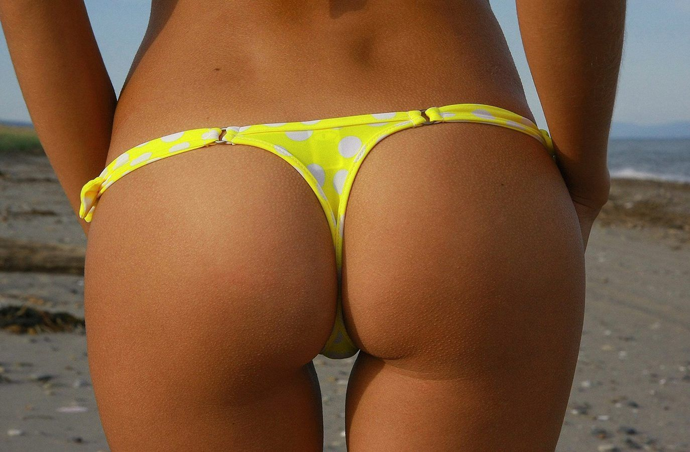 Yellow thong, sexy ass at beach
