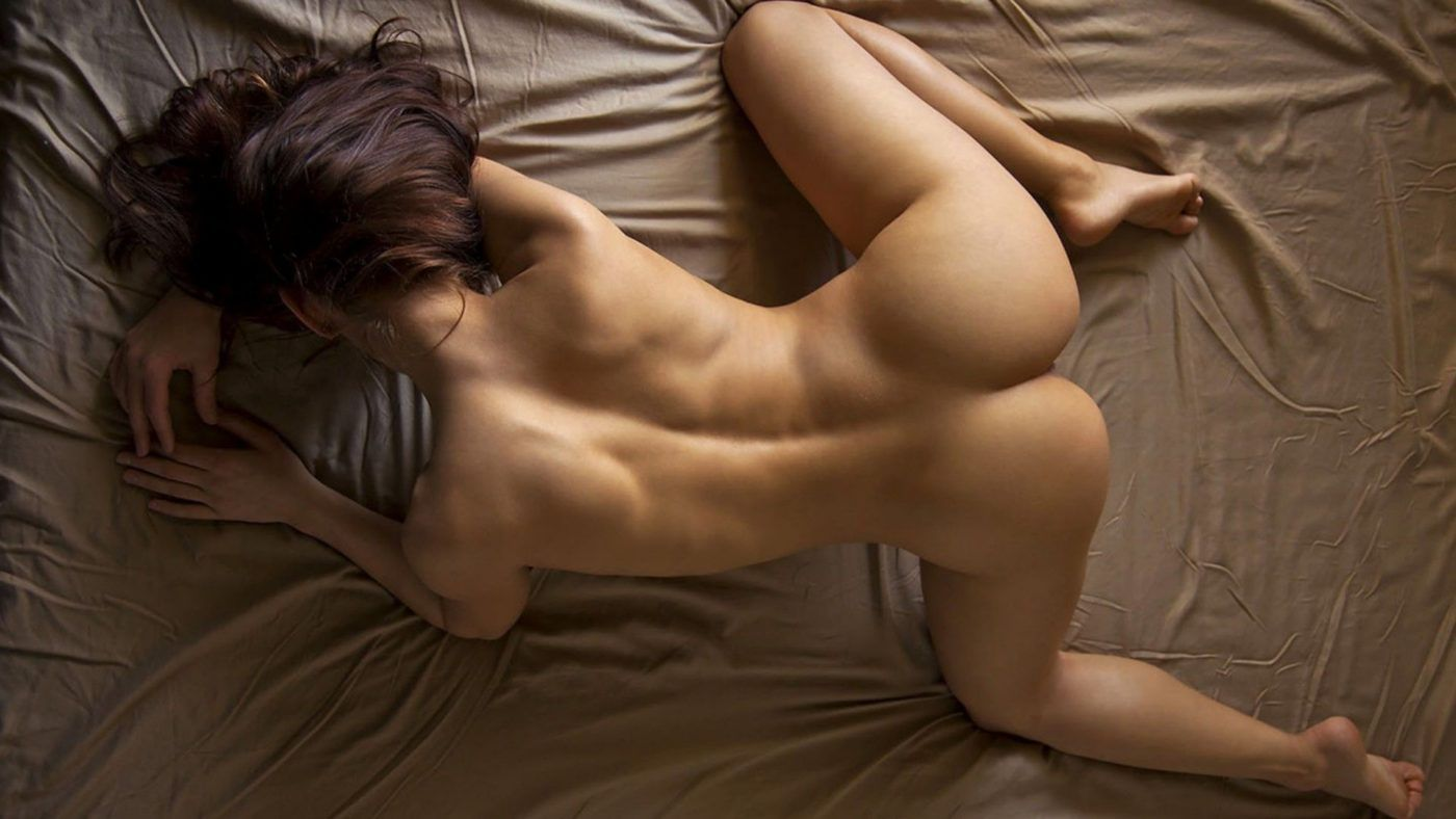 Michelle Jacot nude on bed, fitness nude