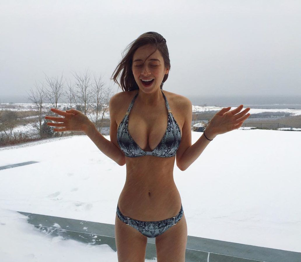 Elsie Hewitt big boobs at snow