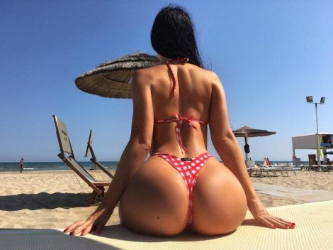 perfect ass at beach 2