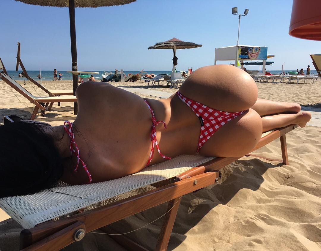 perfect ass at beach