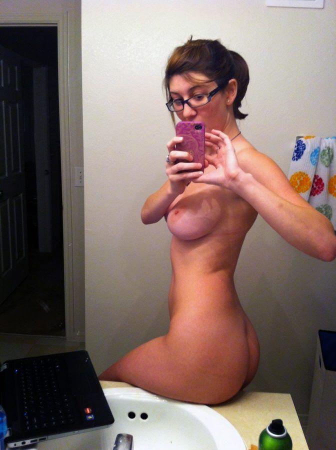 selfie mirrow nude