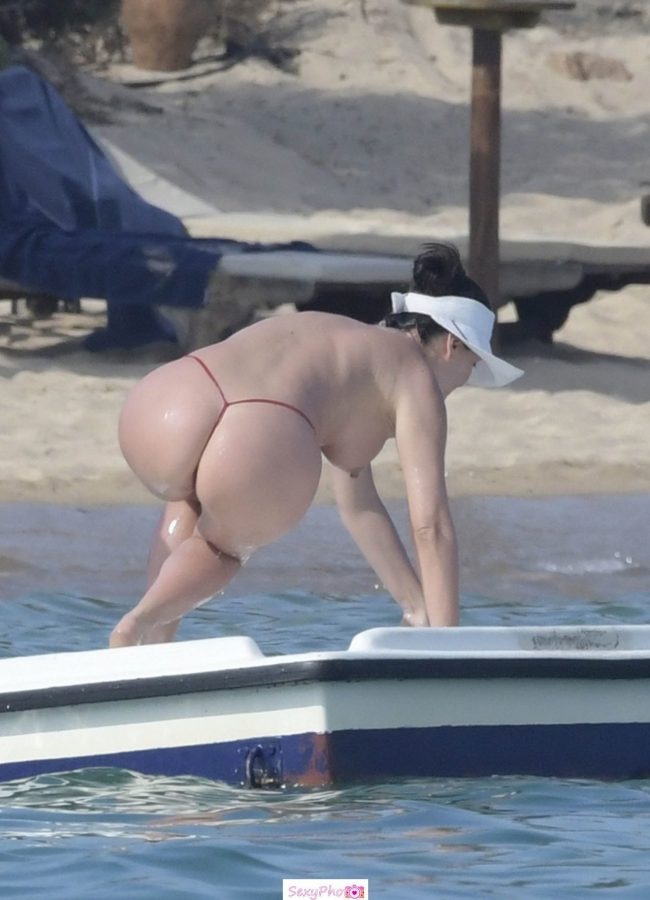 Bleona Qereti nude boobs and sexy ass paparazzi photo