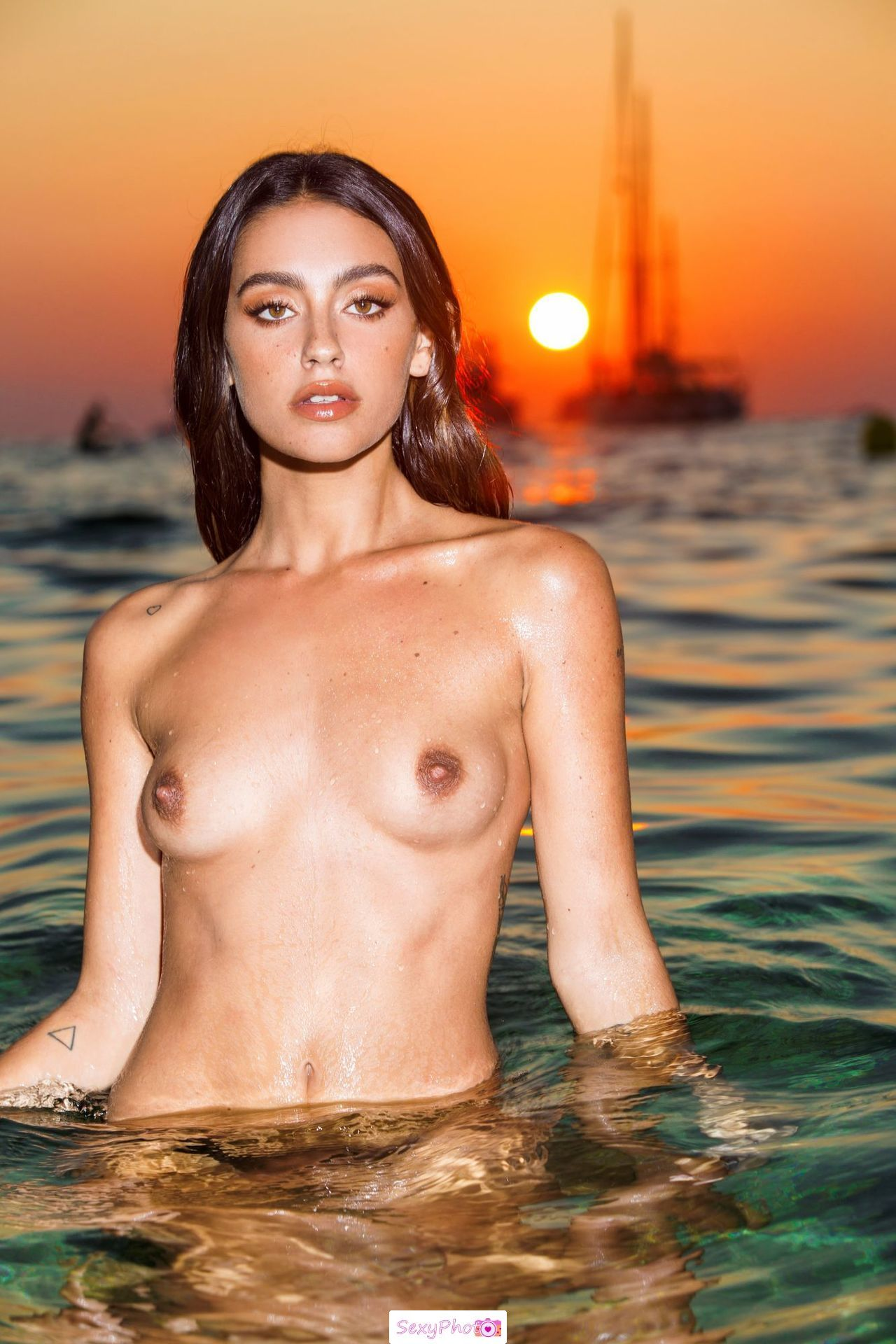 Carla Guetta topless in a water