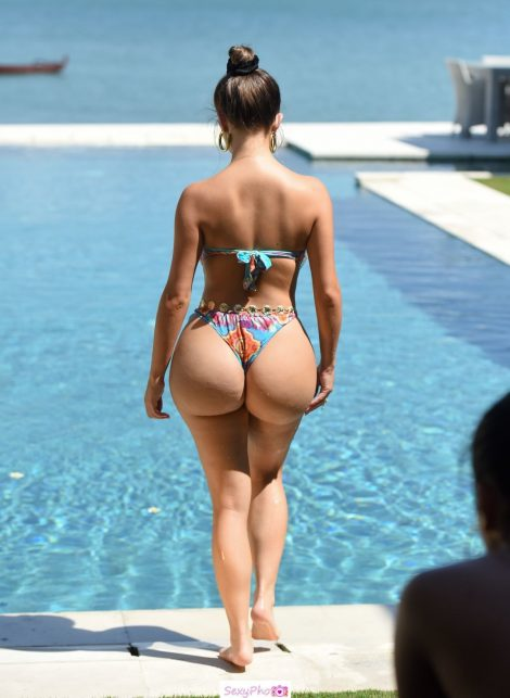 Demi Rose round ass poolside