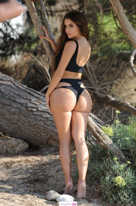 Demi Rose shows her round ass