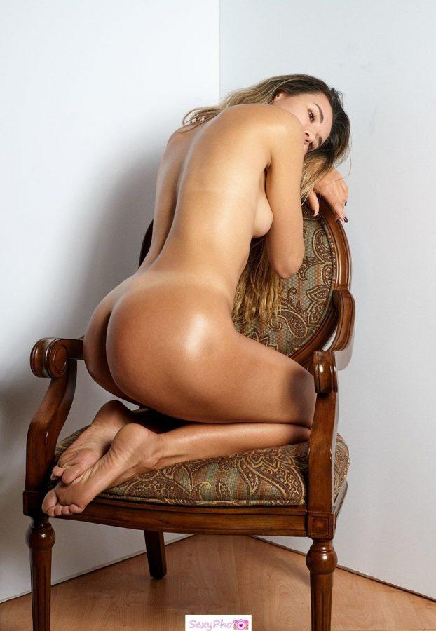 Emily Meyzinger nude ass