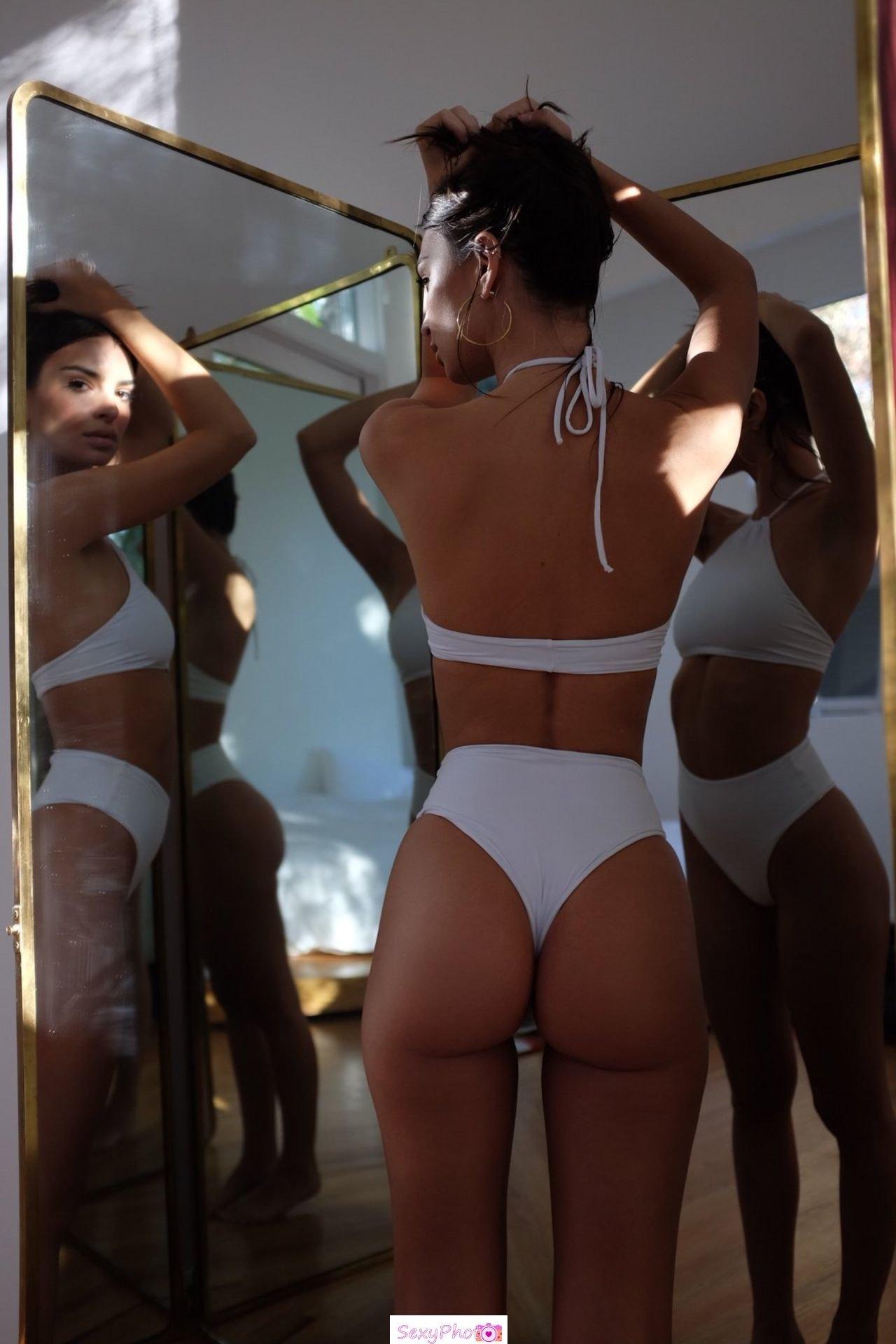 Emily Ratajkowski round ass