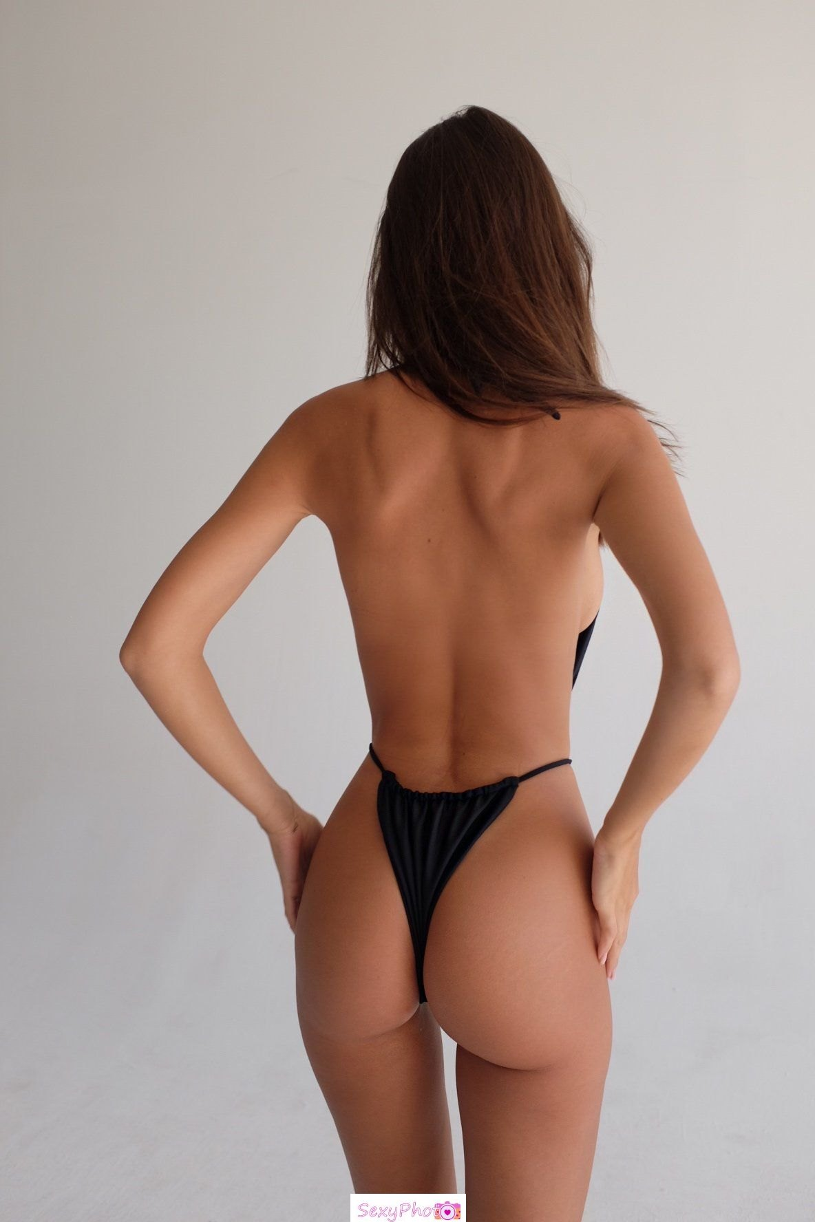Emily Ratajkowski sexy ass in Inamorata Swim