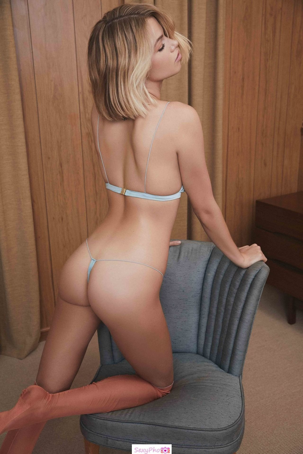 Hailey Clauson sexy ass in tiny lingeries