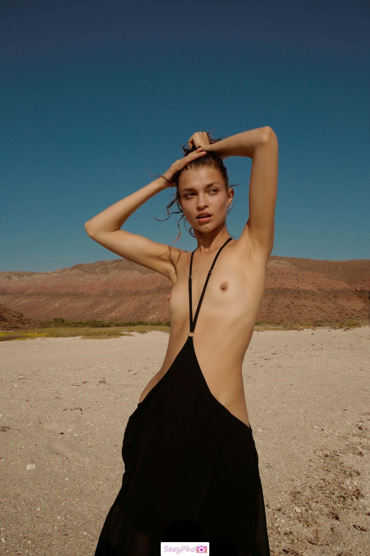 Helena Lu topless in nature