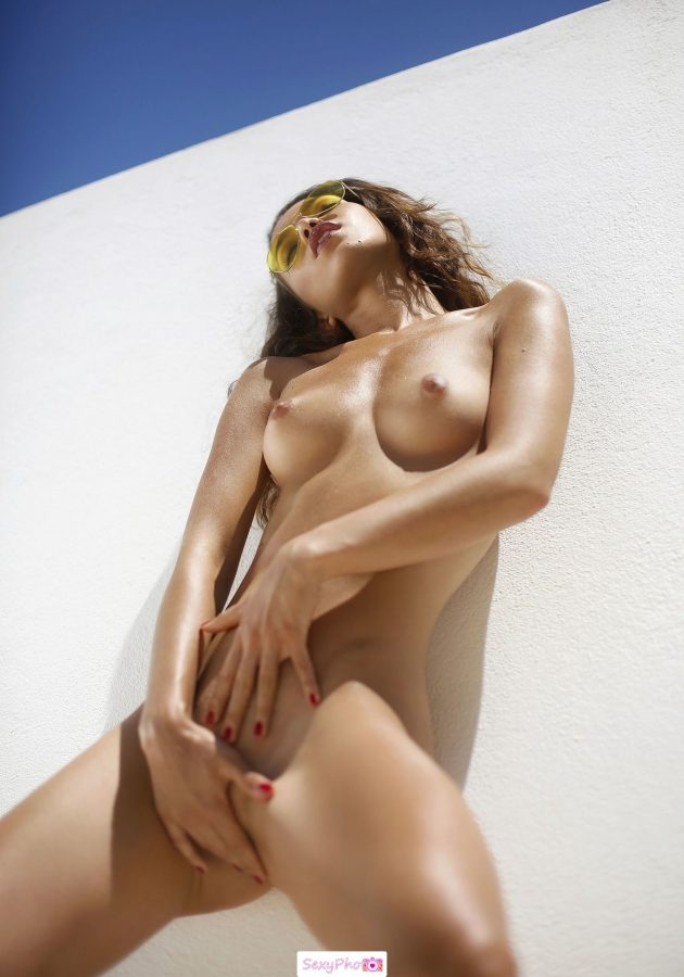 Kitrysha fully nude grab her pussy