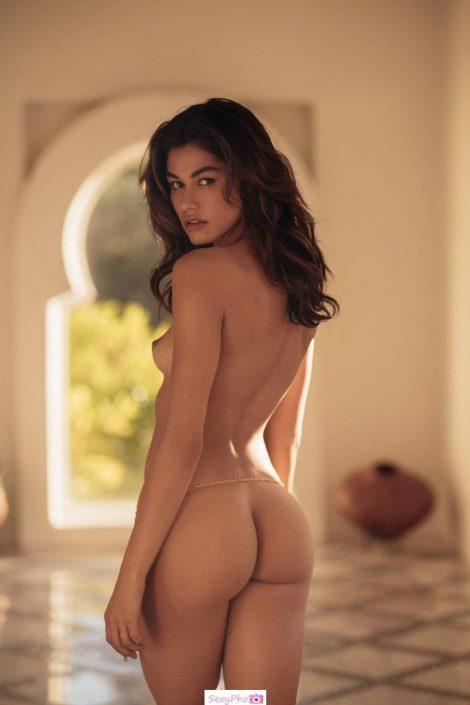 Lorena Medina posing fully nude
