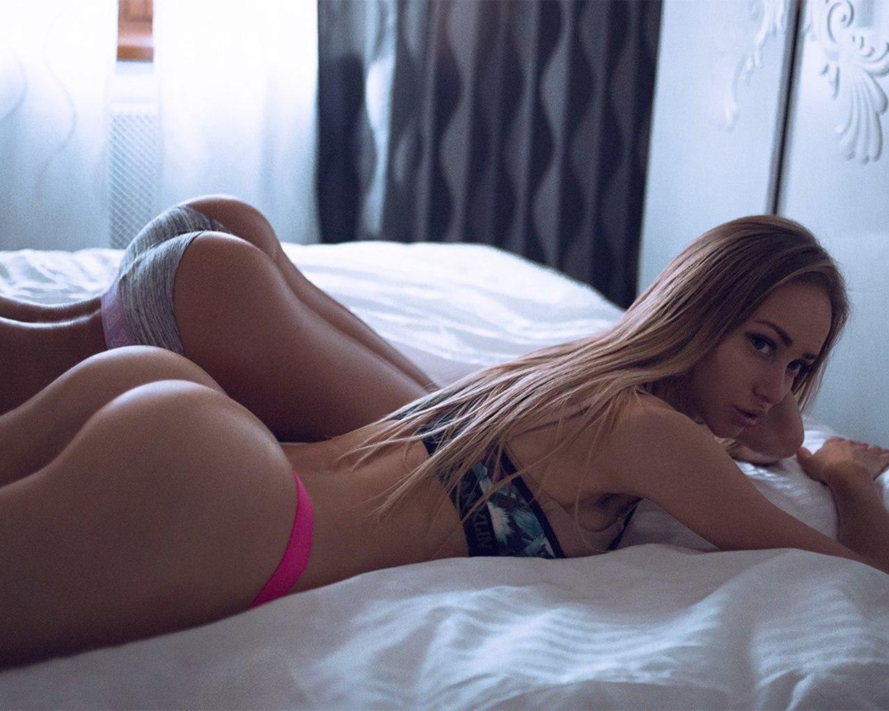 women-blonde-ass-long-hair-underwear-lying-on-front