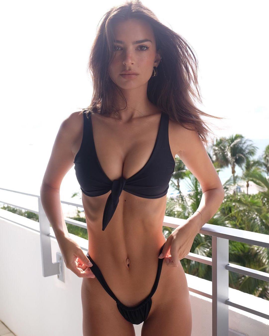Emily-Ratajkowski-Sexy-bikini-thong