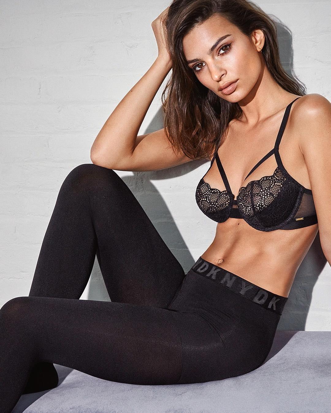 Emily-Ratajkowski-Sexy