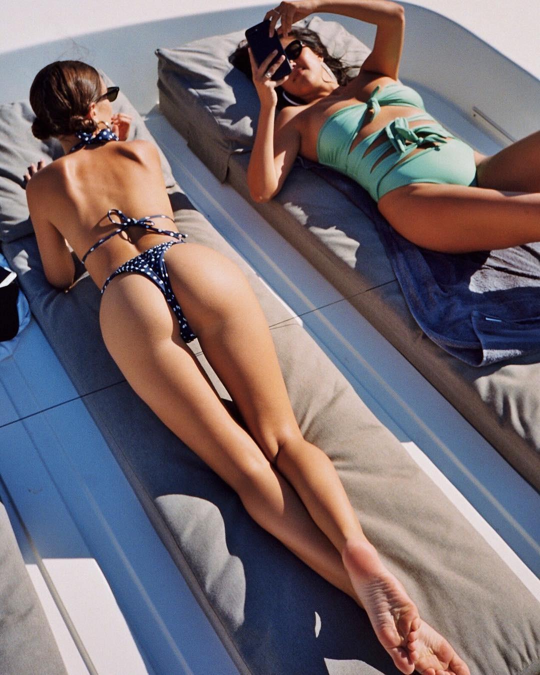 Emily-Ratajkowski-Sexy-ass