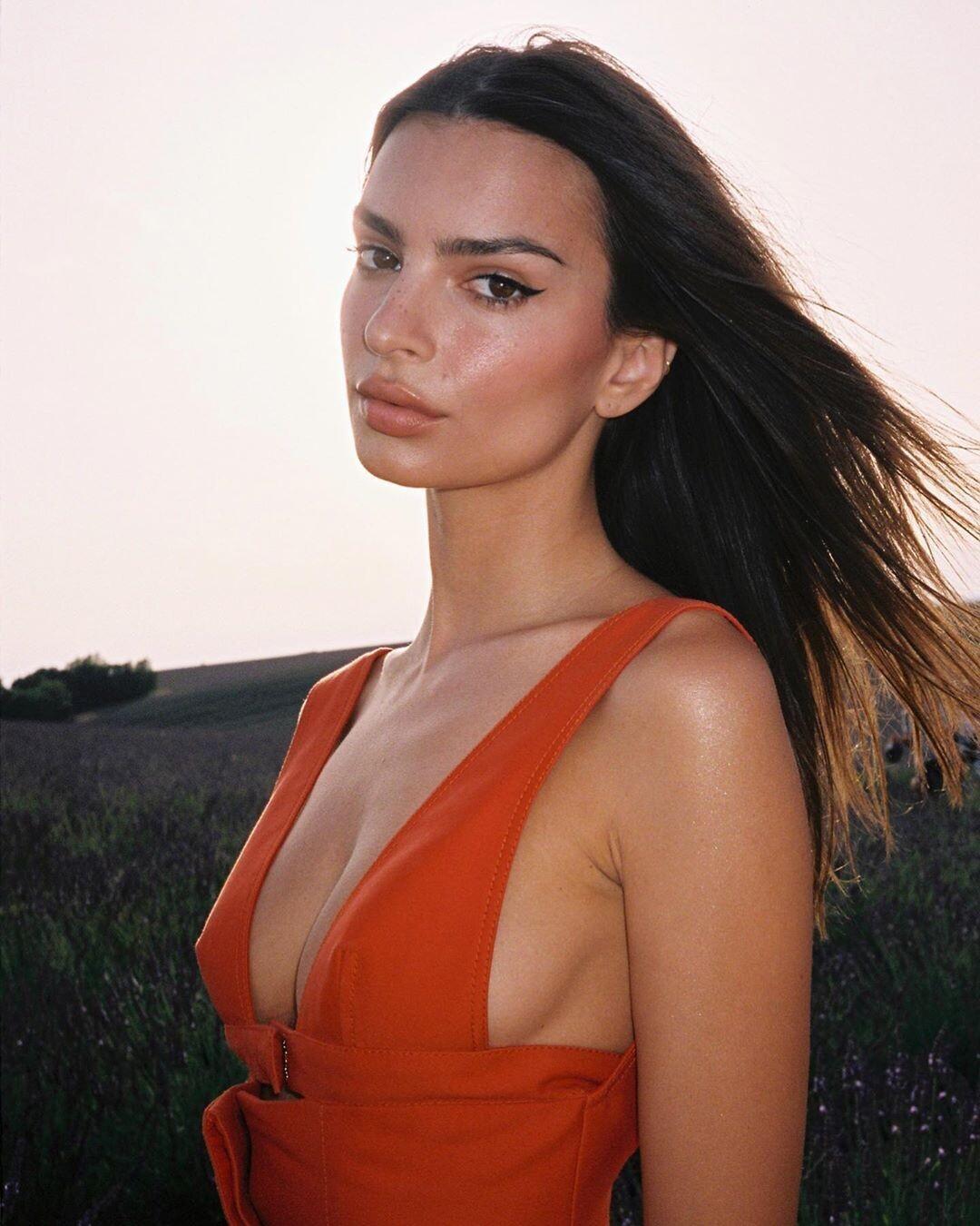 Emily-Ratajkowski-Sexy-by-Emanuele-DAngelo-1