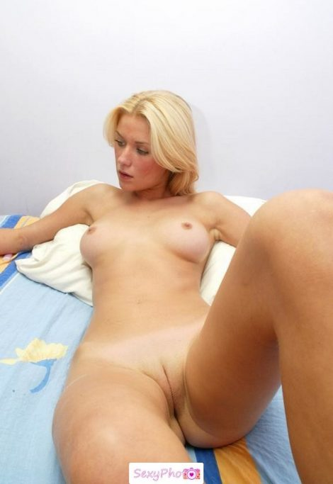 nude blonde and sexy friends_39