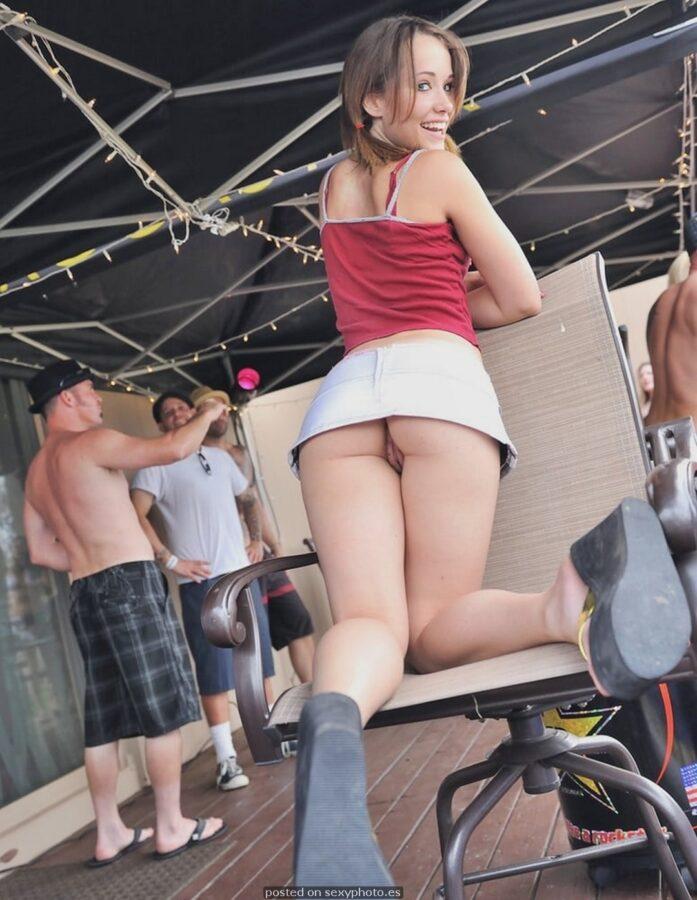 Amateur pussy ass upskirt debajo falda exhibicionistas