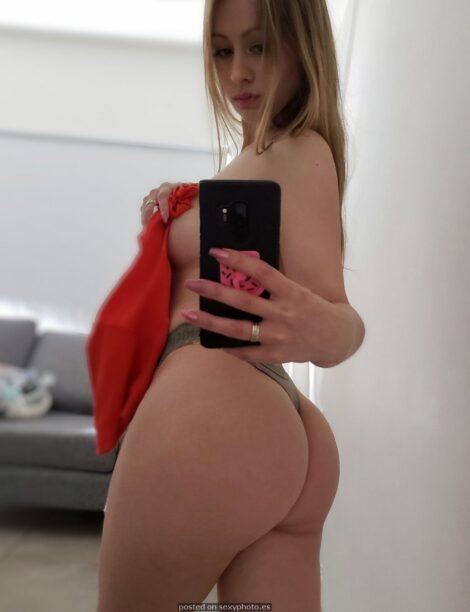 Victoria Vazquez influencer hot nude selfie
