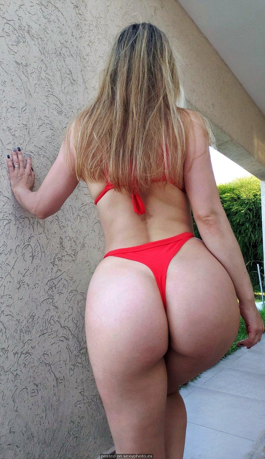 Victoria Vazquez model, Victoria Vazquez red bikini