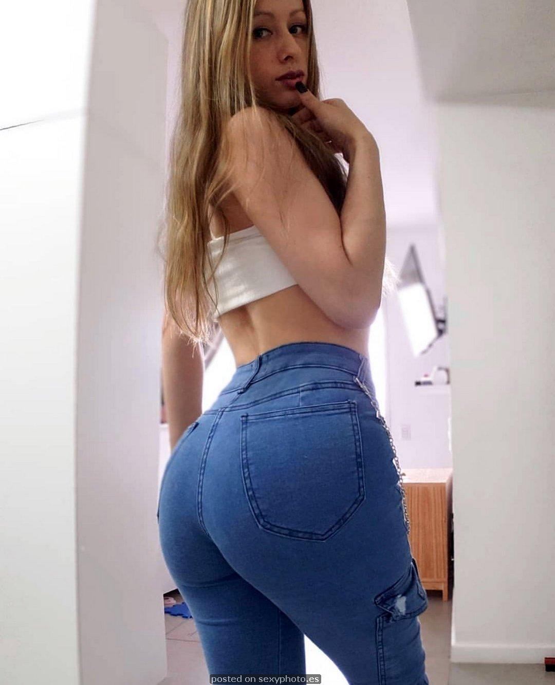 Victoria Vazquez model, jeans