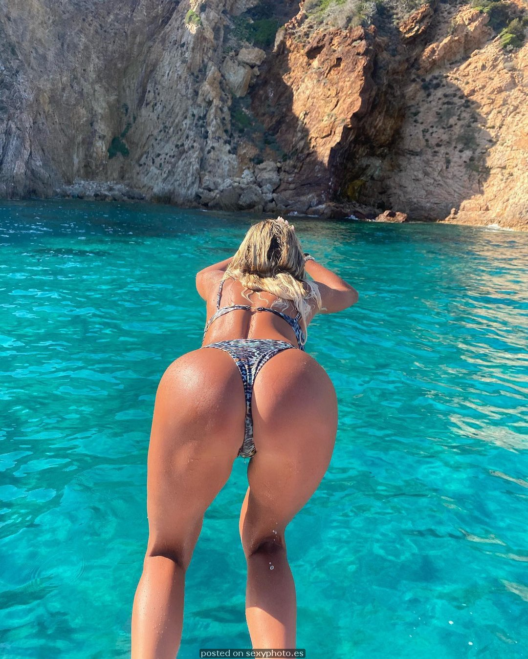 go to water ass bikini