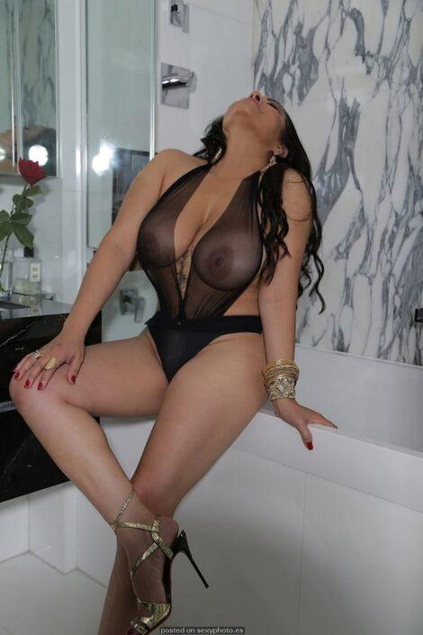 hot amateur busty boobs lingerie