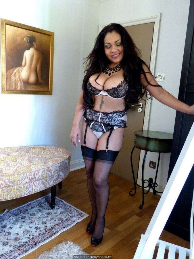 hot amateur lingerie big boobs
