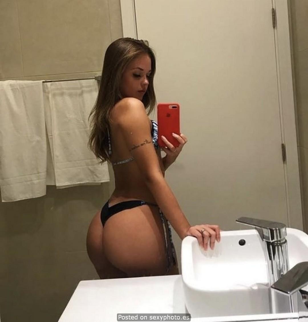 mariana abreu selfie ass