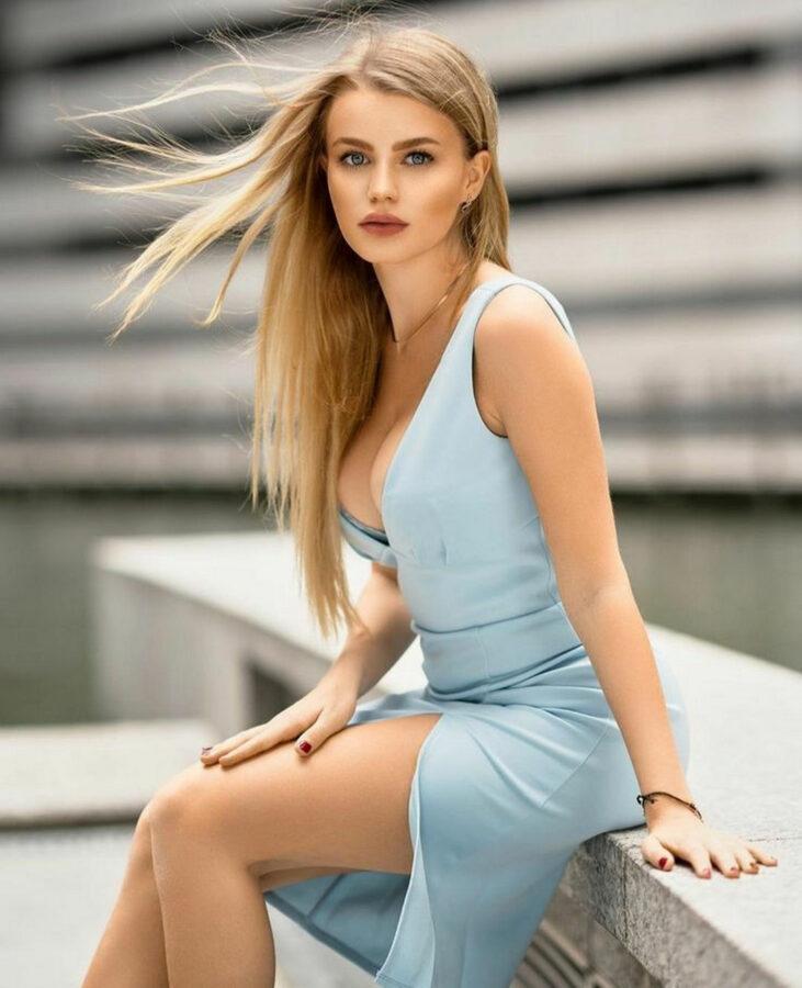 model fashion dress